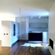 Stucco decorativo bianco candido alle pareti finitura a cera